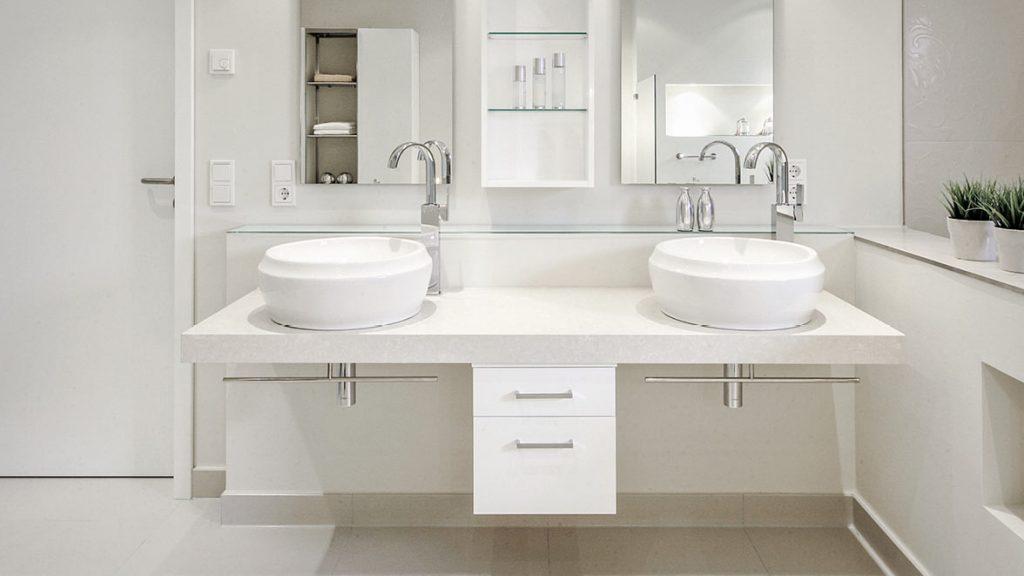 Teilsanierung: Bequemlichkeit durch höhenverstellbare Waschtischanlage.